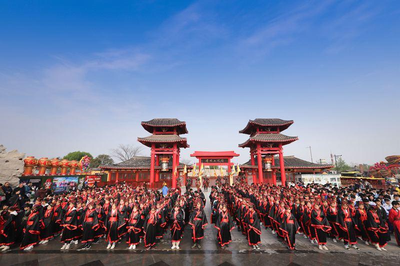 500余名学生着古装寻找课本《梦回繁华》 感受宋文化立志报国
